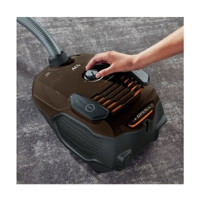 جاروبرقی آاگ 700 وات AEG Vacuum Cleaner VX-6-1-CB-T